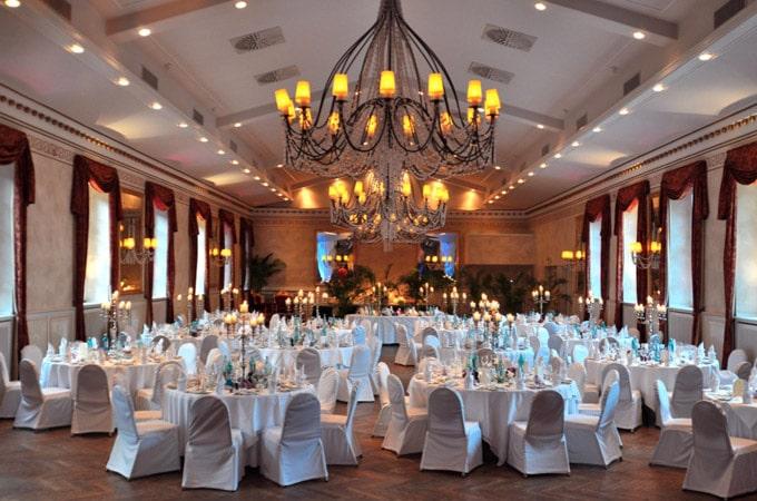 Hochzeit festasaal dekoration der stilpirat for Dekoration hochzeit russisch