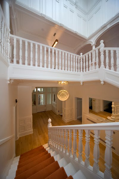 _i5d0049-picture-showing-staircase-and-upper-landing-from-hall-small